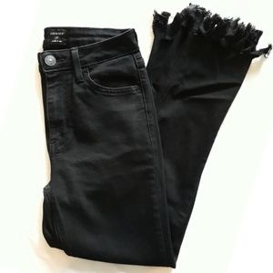JUST BLACK Cropped Wide-Frayed Jeans